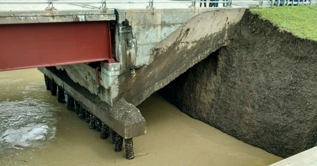 86/17 Bridge damage in Nichols